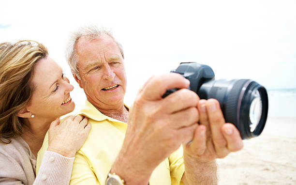 damit unsere erinnerungen schließen - senior bilder wasser stock-fotos und bilder