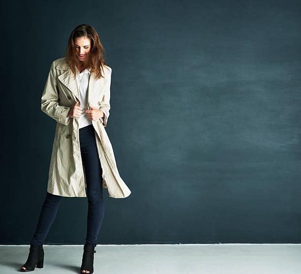 keeping warm in style - lange jacken stock-fotos und bilder