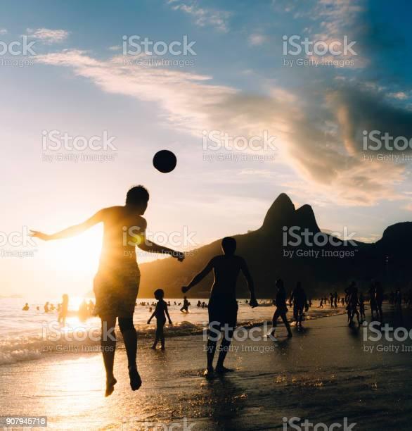 Keepy upply on ipanema beach rio de janeiro brazil picture id907945718?b=1&k=6&m=907945718&s=612x612&h=pvbf0bphossfwijbseyeaokqovnodzzccnv265ag22g=
