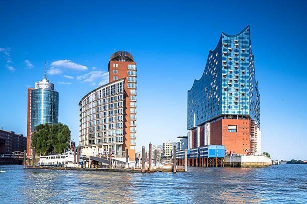 Kehrwiderspitze und Elbphilharmonie im modernen HafenCity von Hamburg – Foto