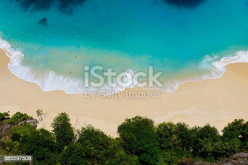 istock Kelingking Beach, Nusa Penida, Bali 885597508