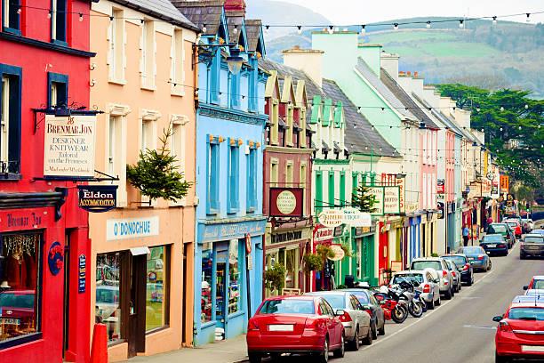 kenmare, en irlande - irlande photos et images de collection
