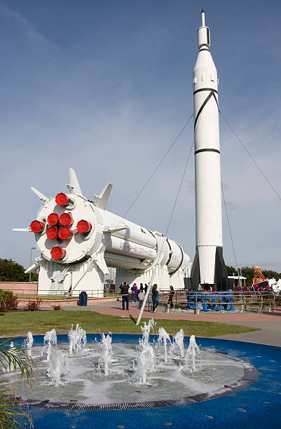 das kennedy space center, roket garten - kennedy space center stock-fotos und bilder