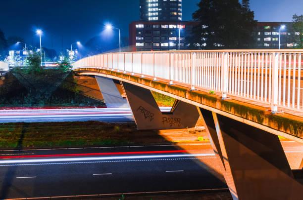 kennedylaan by night (eindhoven) - eindhoven city stockfoto's en -beelden