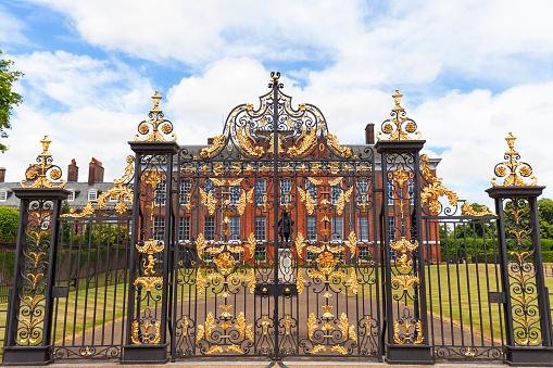 Kensington Palace In Kensington Gardens London Verenigd Koninkrijk Stockfoto en meer beelden van Architectuur
