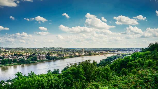 ciudad de kentucky y río de ohio - sur fotografías e imágenes de stock