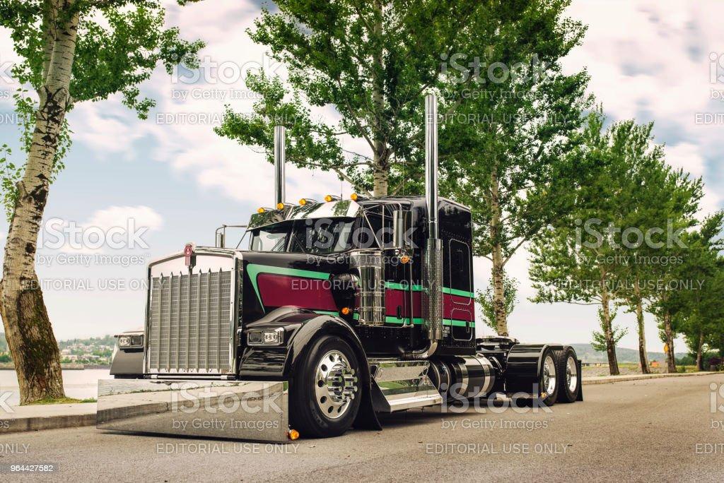 Kenworth caminhão semi com listras - Foto de stock de Caminhão royalty-free