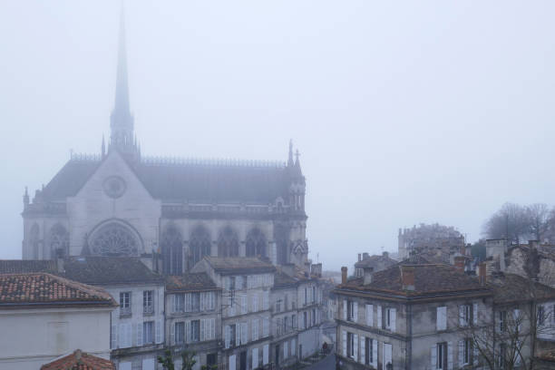 Kerk dans de brume - Photo