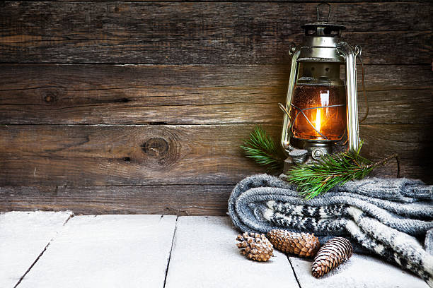 kerosene lantern and snow - holzdeko weihnachten stock-fotos und bilder
