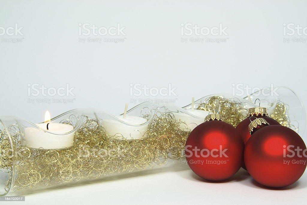 Rote Christbaumkugeln.Kerzen 3 Rote Christbaumkugeln Stock Photo Download Image