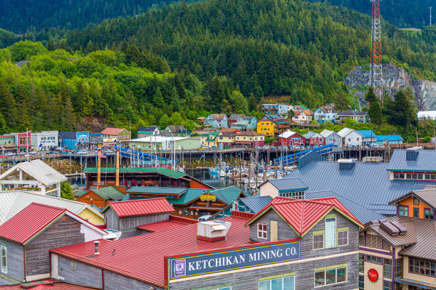 Ketchikcan Shops and Homes KETCHIKAN, ALASKA - May 29, 2016: Ketchikan is the southeasternmost city in Alaska, with a population of 8,000. Cruise ships make over 500 stops bringing more than 1,073,000 visitors to Ketchikan. ketchikan stock pictures, royalty-free photos & images