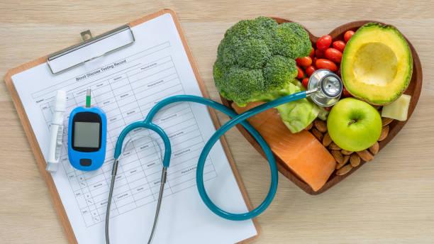 케톤 생성 식단을 위한 케토 식품, 심장 질환 및 당뇨병 질환 예방을 위한 고단백, 지방, 저탄수화물로 심장 건강을 위한 건강한 영양 식품 섭취 라이프스타일 - diabetes 뉴스 사진 이미지