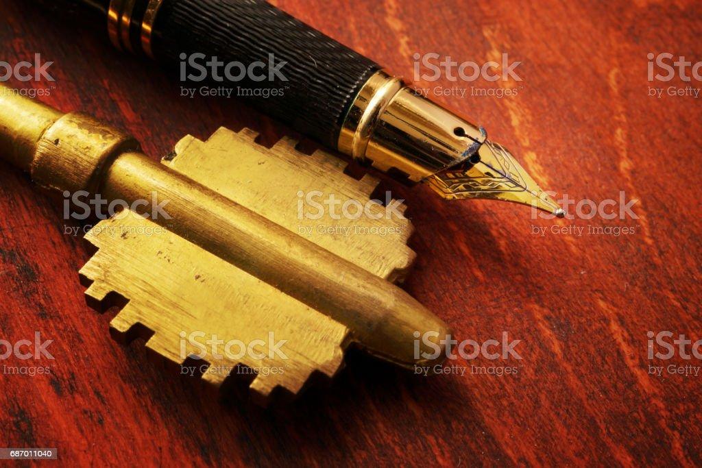 Key and pen. Real estate contract concept. Lizenzfreies stock-foto