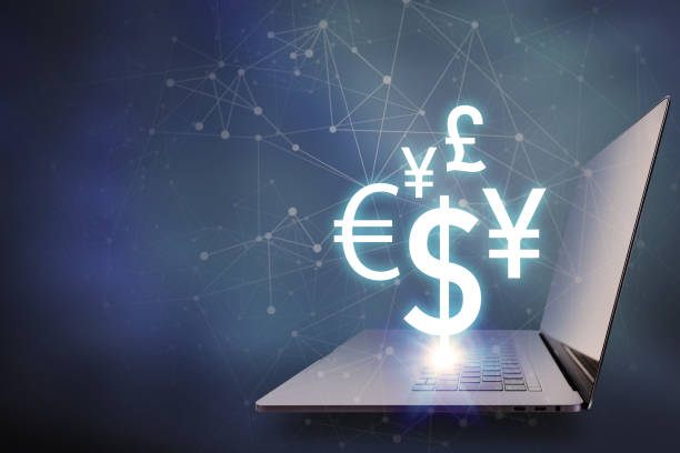 leitwährung symbole schwimmende auf laptop-pc, finanzielle technologiekonzept - eurozahlen stock-fotos und bilder
