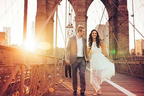 schlüssel für glücklich beziehung - verlobungskleider stock-fotos und bilder