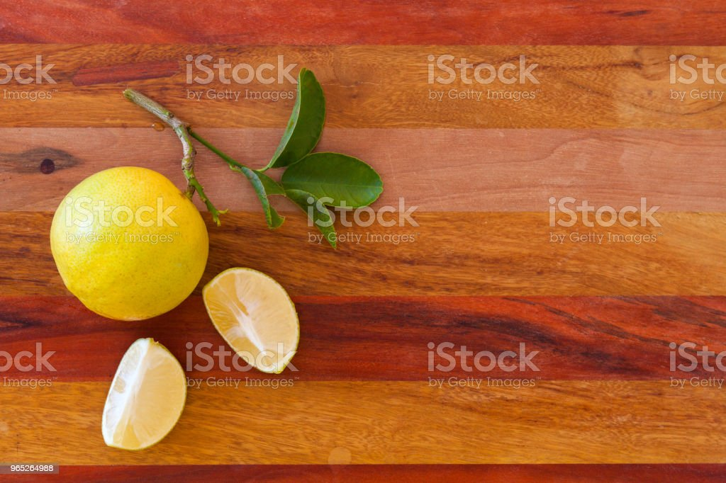 Key lime or Mexican lime on wooden table, one of main ingredient thai food and traditional pie. horizontal zbiór zdjęć royalty-free