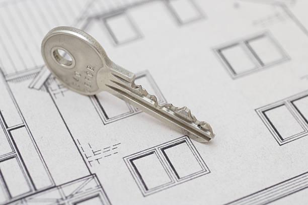 schlüssel auf plan - herrenhaus grundrisse stock-fotos und bilder