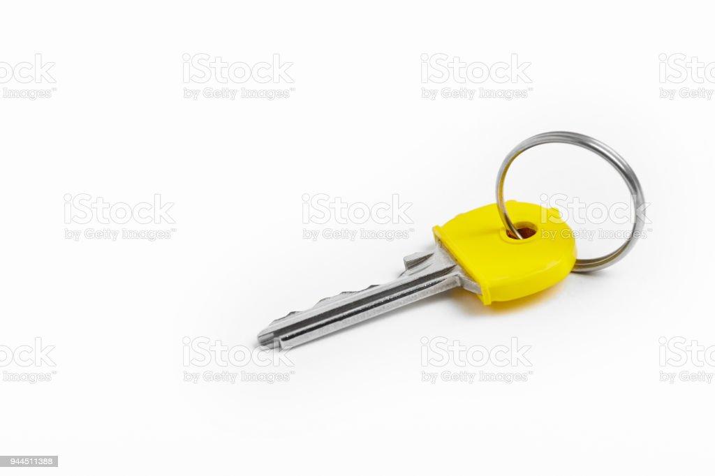 Schlüsselanhänger mit Schlüssel auf weißem Hintergrund. Miete – Foto