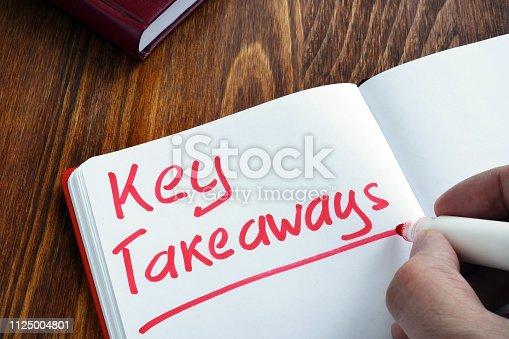 Key takeaways written by man in the note.