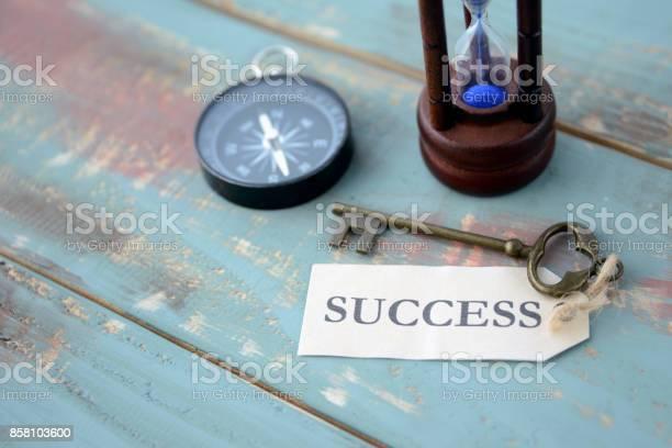 Key to success picture id858103600?b=1&k=6&m=858103600&s=612x612&h=c17ep3raiokw6qzxcbtv41iytkkic bazcm9insd 7g=