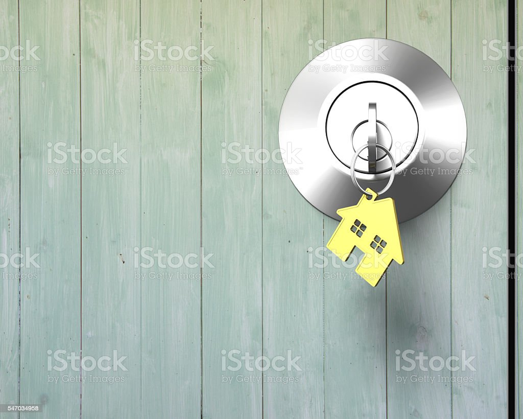 Key with house shape key-ring on lock old wooden door – Foto