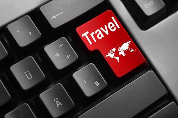 keyboard red button travel world - flugticket vergleich stock-fotos und bilder