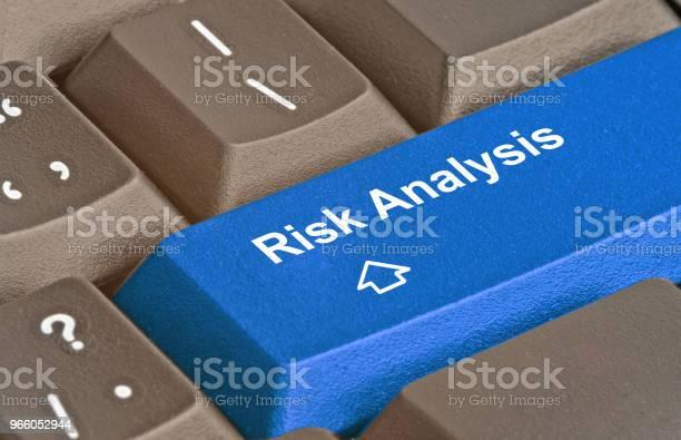 Tangentbord Med Nyckel För Riskanalys-foton och fler bilder på Affärsstrategi