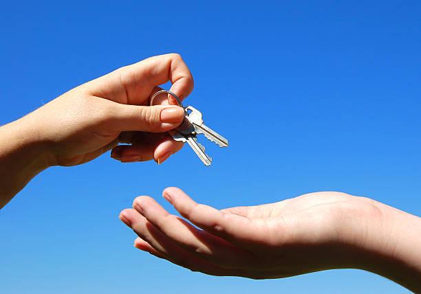 Schlüssel und Hände – Foto