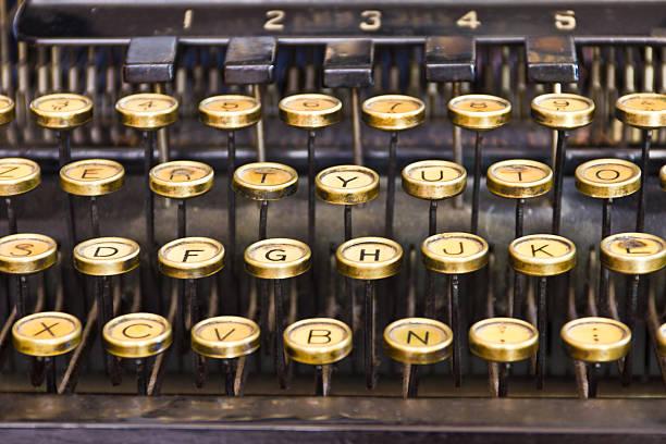 Chiavi e lettere-vecchia macchina da scrivere - foto stock