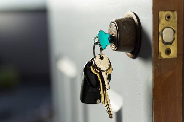 as chaves, na porta - maçaneta manivela - fotografias e filmes do acervo