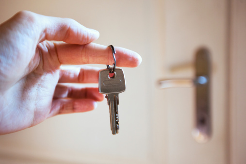 istock keys in the hand 187806168