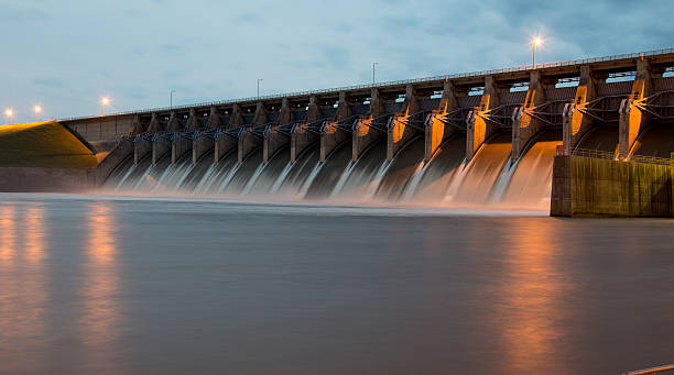keystone dam at twilight - energia rinnovabile foto e immagini stock