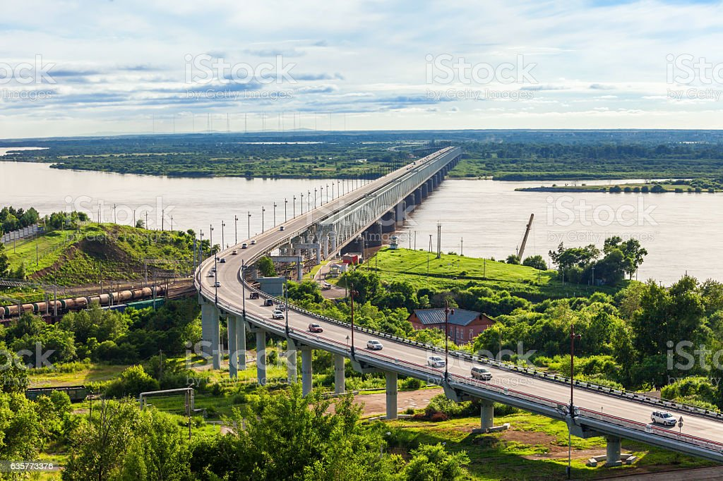 Khabarovsk Bridge crosses Amur – Foto