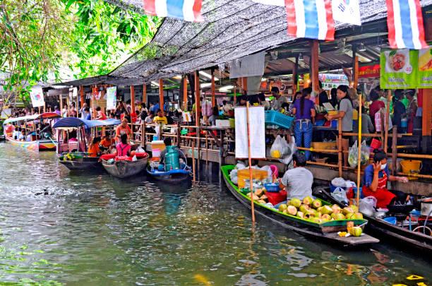 Khlong Lat Mayom floating market in Bangkok stock photo