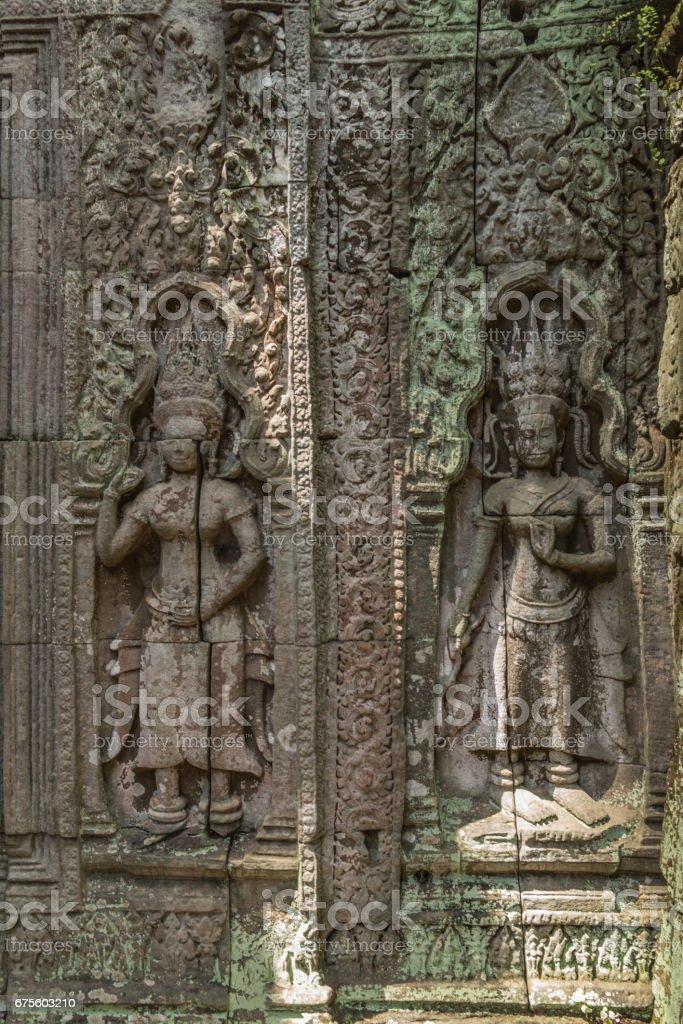 Khmer devata guardian shown in stone in Ta Prohm temple, in Angkor, Siem Reap, Cambodia. foto de stock royalty-free