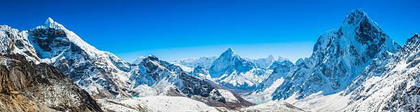 khumbu mountain peaks panorama lobuje ama dablam cholatse himalayas nepal - snowy mountains stock photos and pictures