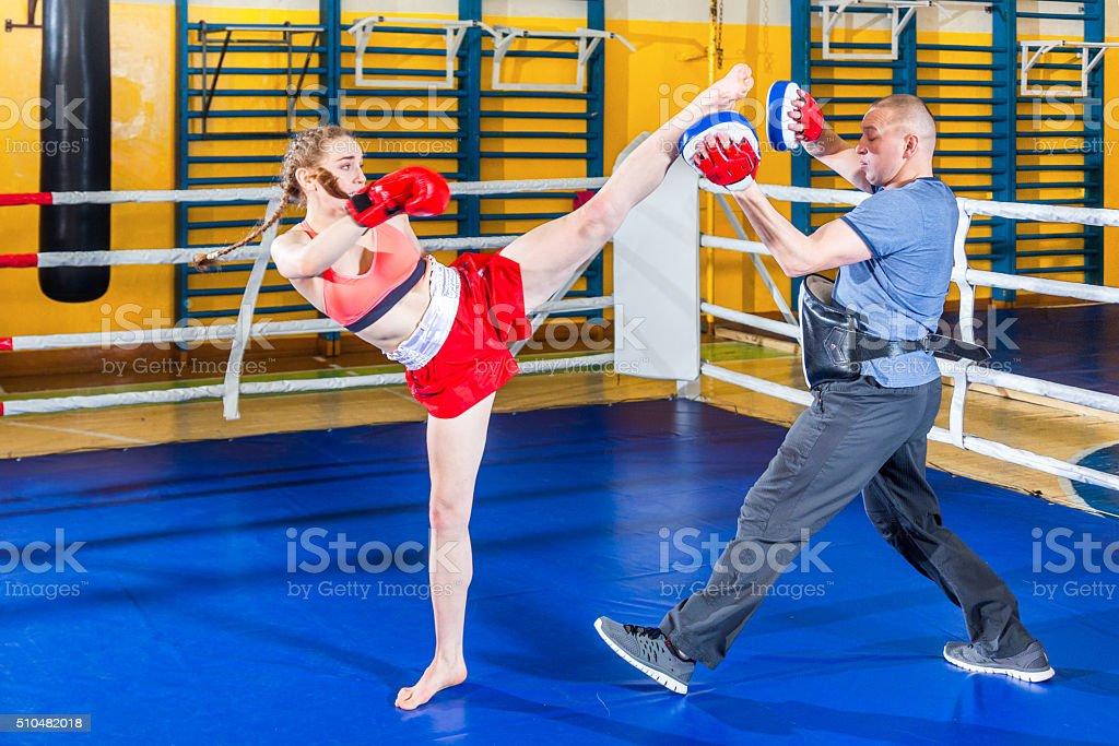Treino de boxe tailandês - foto de acervo