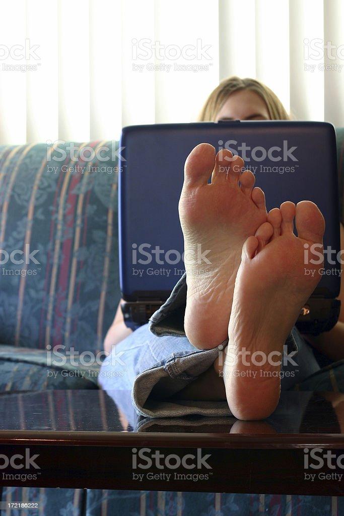 Бить ногой спине стоковое фото