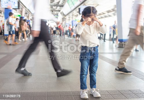 kid crying to lost parent on sky train station.