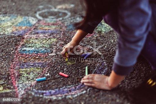istock Kid painting on the ground 648947274