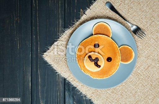 istock Kid Pancakes Breakfast in The Form of Bears 871365254