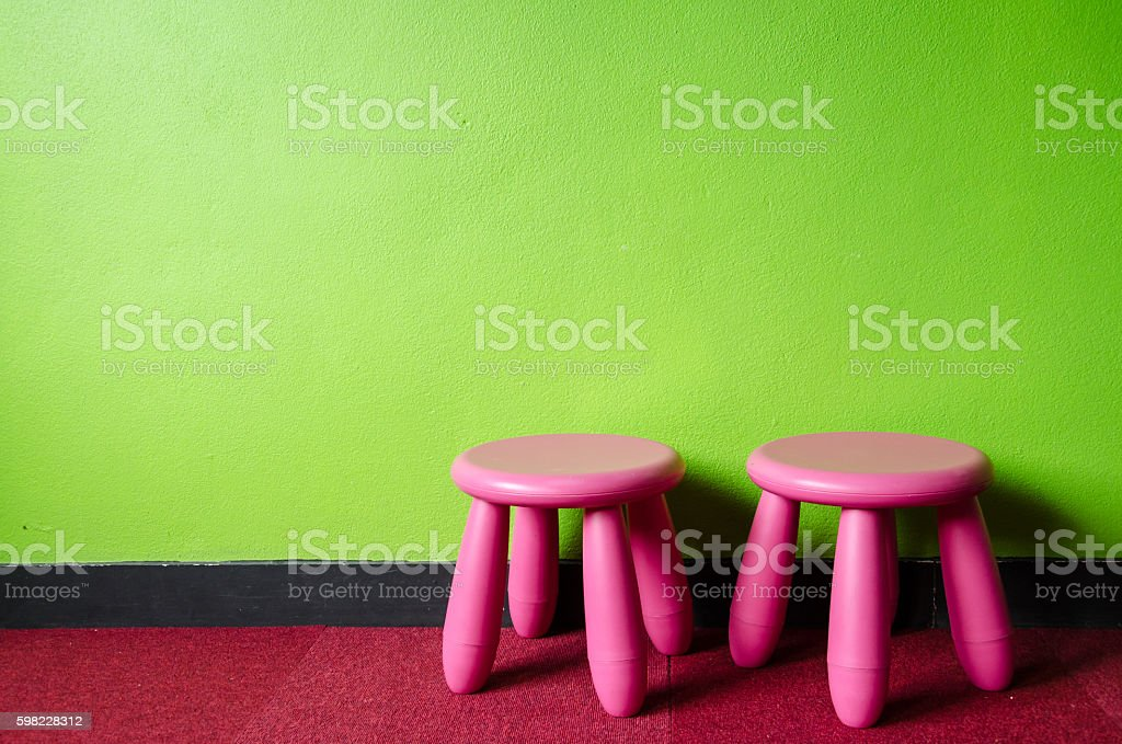 Kid Pink Chair in the Green Room foto royalty-free