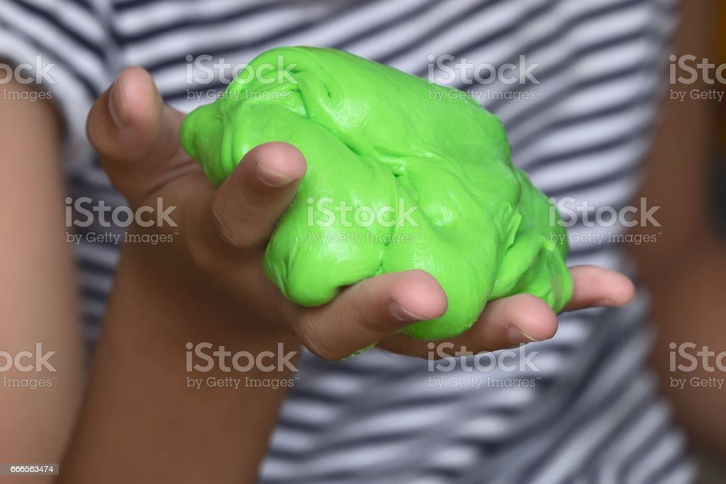 Kid Playing Hand Made Toy Called Slime, Experiment Scientific Method - foto de stock
