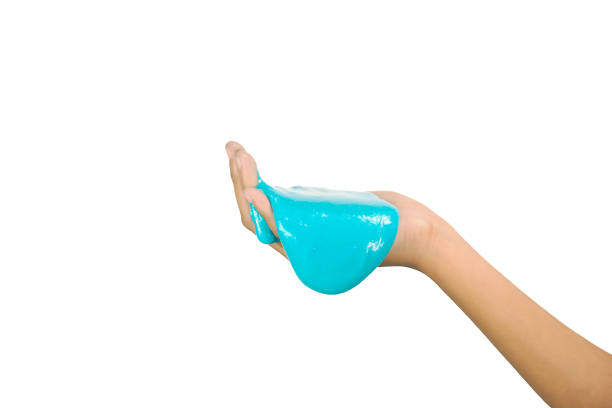 Niño jugando juguete hecho a mano, aislado en fondo withe - foto de stock