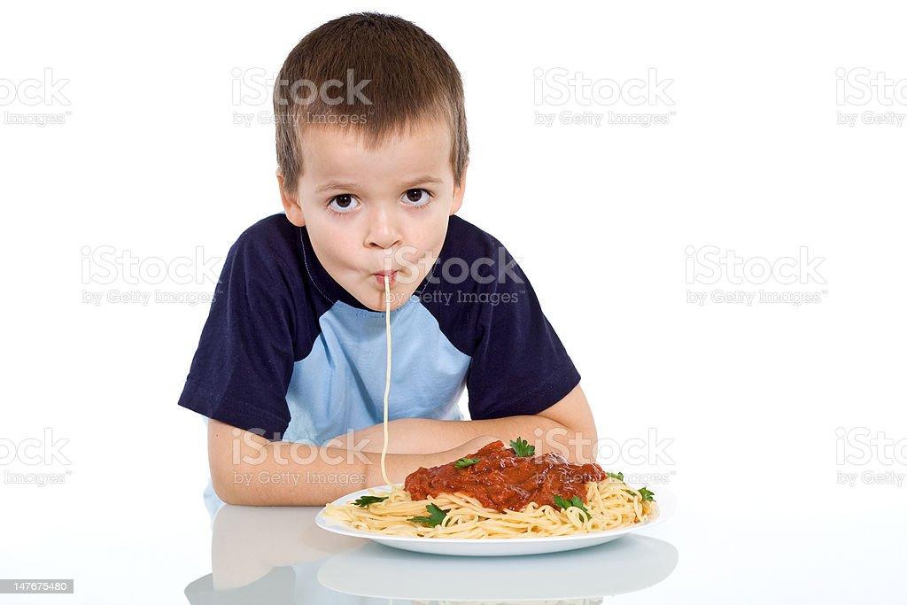 Kind Genießen Sie pasta – Foto