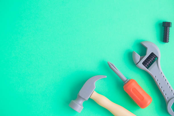 kind spielzeug arbeitsinstrumente flach zu legen - kindergarten handwerk stock-fotos und bilder