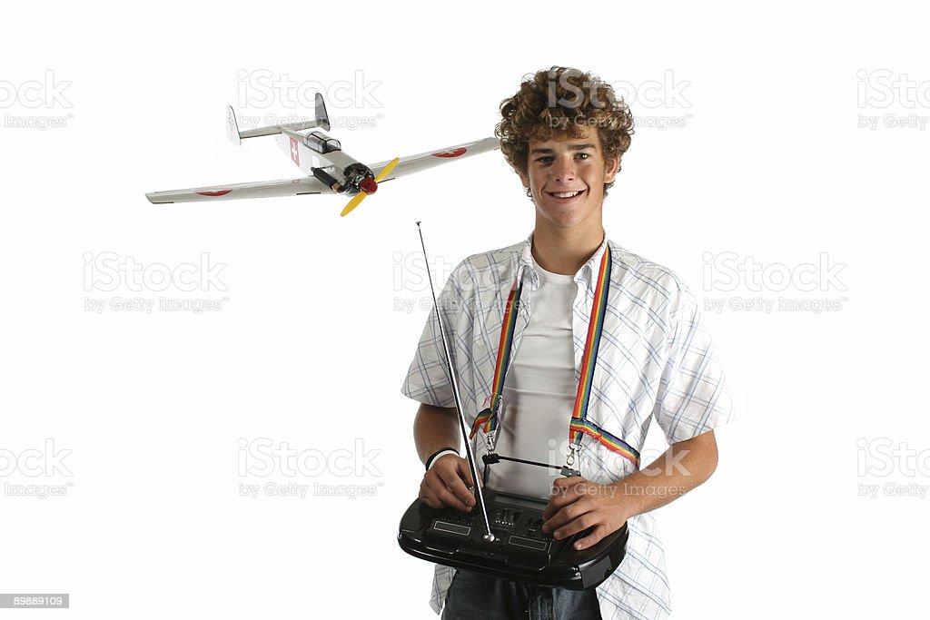Niño con avión modelo foto de stock libre de derechos