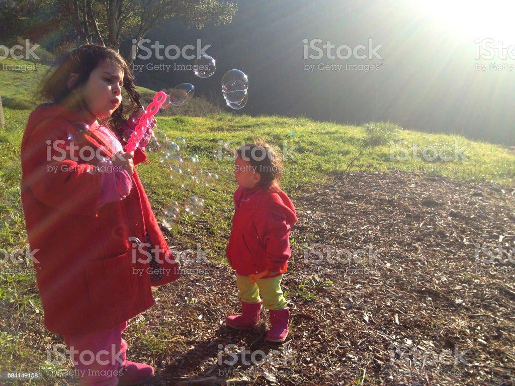 Barn och bubblor 9 royaltyfri bildbanksbilder