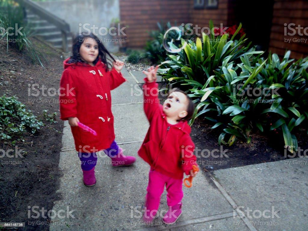 子供たちと泡 ロイヤリティフリーストックフォト