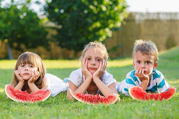 Enfants et à la pastèque - Photo